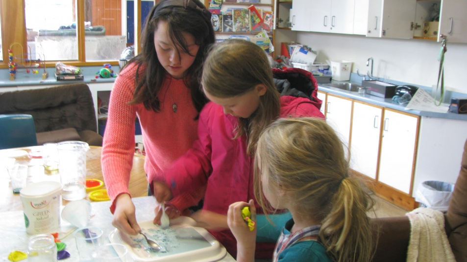 Tamariki School: Science. People can help each other and share their ideas.